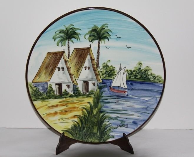 Plato cerámica esmaltada de Manises , pintado a mano