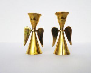 Portavelas vintage de metal dorado con figura de angelitos