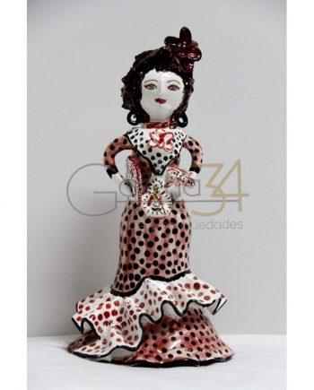 Gitana de cerámica con traje rojo