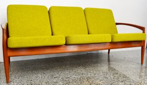 MUEBLE ANTIGUO Sofa de 3 plazas