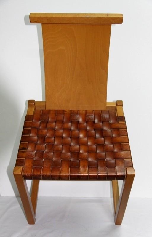 Alvar Aalto, Sillas de haya y asiento trenzado en cuero.