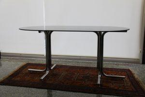 Mesa de acero y cristal ahumado. Mueble antiguo