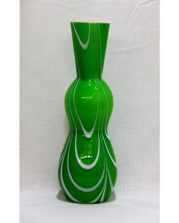 Jarrón vintage de cristal verde con pie transparente