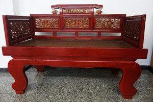 sofá chino antiguo de fumadores de opio