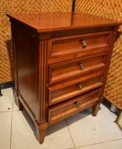 mesilla pequeña. mueble antiguo