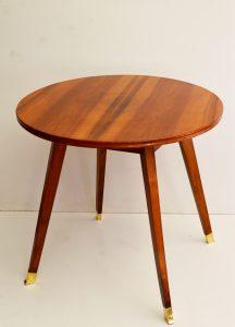 mesa auxiliar nórdica antigua