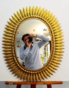 espejo sol grande de metal dorado