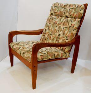 mueble antiguo. sillón nórdico de teca